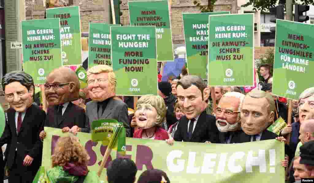 在G20峰会于德国汉堡举行前,国际发展和救援方面的非政府组织乐施会(Oxfam)成员戴着20国集团国家领导人的大头面具示威抗议(2017年7月2日)