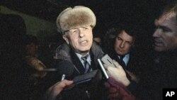 Возвращение Андрея Дмитриевича Сахарова из ссылки 23 декабря 1986