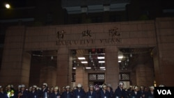 台湾行政院清空 抗议者撤出