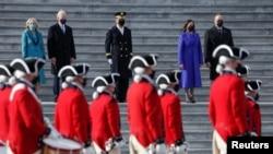 Rais Joe Biden, mkewe Jill Biden, Makamu Rais Kamala Harris, na mumewe Doug Emhoff mara baada ya sherehe za kuapishwa, iWashington, Marekani, Januari20, 2021.