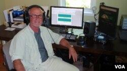 "Gordon Hempton edits his ""greatest hits"" at his home studio in Indianola, WA. (VOA/T. Banse)"