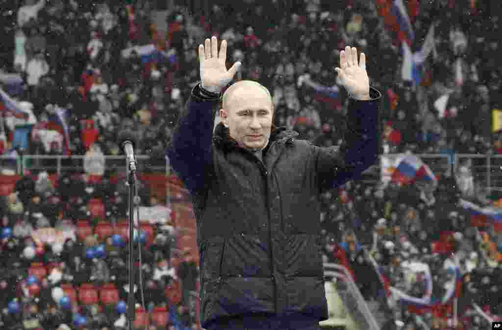 Presidential candidate and Russia's current Prime Minister Vladimir Putin waves during a rally to support his candidature in the upcoming presidential election at the Luzhniki stadium on the Defender of the Fatherland Day in Moscow, February 23, 2012.
