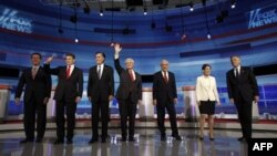 Các ứng cử viên Cộng hòa từ trái các ông: Rick Santorum, Rick Perry, Mitt Romney, Newt Gingrich, Ron Paul, Michele Bachmann, và Jon Huntsman