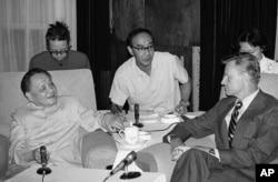 1981年7月19日,美国前国家安全顾问布热津斯基(Zbigniew Brzezinski)在北京会见中国副总理邓小平。