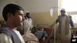 폭탄 폭발로 병원에 운송된 경찰