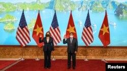 Phó Tổng thống Kamala Harris và Thủ tướng Việt Nam Phạm Minh Chính, Hà Nội, ngày 25/8/2021.