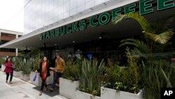 Pembukaan toko Starbucks yang pertama di Bogota, Kolombia Rabu (16/7).