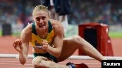 Vận động viên Sally Pearson của Australia mừng chiến thắng chung kết 100 mét vượt rào tại Olympic London 2012.