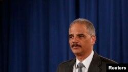 El secretario de Justicia Eric Holder anunció el arresto de los presuntos espías rusos.