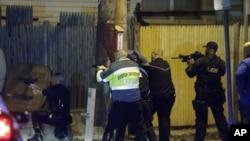 搜捕波士頓爆炸案嫌疑人的警察