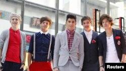 La banda británica One Direction entró al primer lugar de la lista musical.