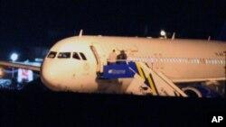 Pesawat-pesawat tempur Turki memaksa pesawat penumpang Suriah mendarat di bandara Esenboga, Ankara, Turki hari Rabu (10/10).