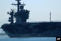 San Diego'dan Basra Körfezi'ne gönderilen USS Theodore Roosevelt uçak gemisi.