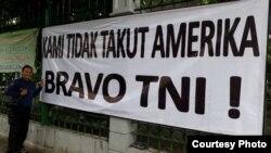 Spanduk dukungan terhadap TNI tampak di beberapa lokasi di Jakarta.