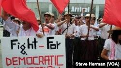 Sinh viên Myanmar biểu tình phản đối luật giáo dục mới của chính phủ ở Yangon, ngày 14 tháng 11, 2014.