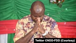 Perezida Evariste Ndayishimiye mu masengesho abanziriza igikorwa co gutora umunyamabanga mushasha wa CNDD-FDD