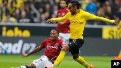 Pierre-Emerick Aubameyang, le buteur gabonais de Dortmund élu meilleur joueur africain de l'année 2015.