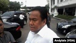Menteri Perdagangan Rahmat Gobel di Kompleks Istana Kepresidenan Jakarta, Selasa, 9 Juni 2015.(Foto: VOA/Andylala)