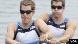 Los gemelos Tyler y Cameron Winklevoss representaron a EE.UU. en remo masculino durante los Juegos Olímpicos de Beijín 2008.