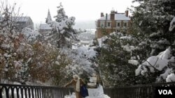 Hujan salju yang terjadi di Lyon, Perancis tengah.