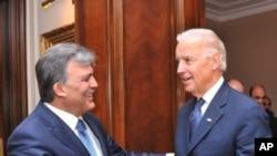 ترکی ایران پہ پابندیاں سخت کرے: امریکی نائب صدر