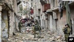 دا تصویر د روسېې نظامي انجنیران څرگندوي چی په حلب کې کار کوي
