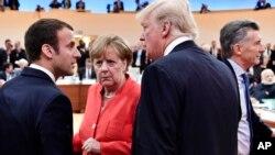 Президент США Дональд Трамп, президент Франции Эммануэль Макрон и канцлер Германии Ангела Меркель (архивное фото)
