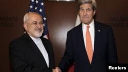 Ngoại trưởng Mỹ John Kerry gặp ngoại trưởng Iran Mohammad Javad Zarif tại trụ sở Liên Hiệp Quốc ở New York, ngày 19 tháng 4 năm 2016.