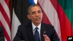 President Barak Obama Ağ Evin kabinet otağında Baltikyanı dövlətlərin liderləri ilə görüş zamanı media mənsublarına danışır.