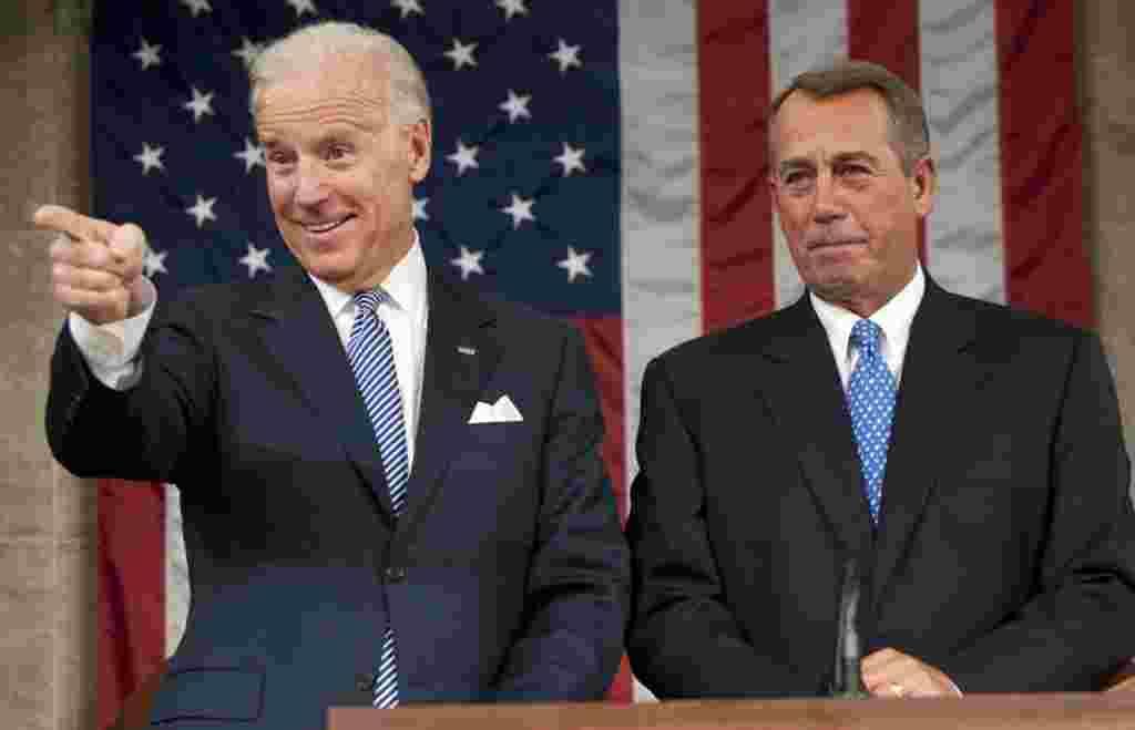 Wakil Presiden Joe Biden dan Ketua DPR John Boehner sebelum pidato kenegeraaan disampaikan Presiden Obama (AP).