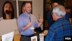 Cricket Flours Co-Founder Omar Ellis offers product samples in Portland last month. (Tom Banse)