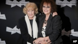 Jeanne Moreau et Claudia Cardinale à Paris, le 6 septembre 2012.