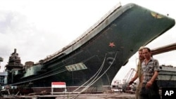 """1998年从乌克兰购买的""""瓦良格""""号被加工后成为中国第一艘航母,被中国官媒称""""圆70年中国人航母梦""""。"""