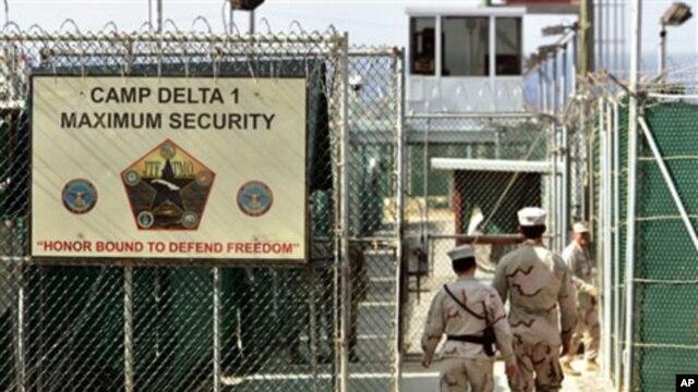 U.S. military guards walk within Camp Delta military-run prison, at the Guantanamo Bay U.S. Naval Base, Cuba (file photo)