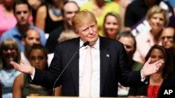 共和党总统参选人唐纳德·川普在艾奥华州一次竞选集会和野餐会上讲话。(2015年7月25日)