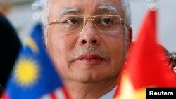 Thủ tướng Malaysia Najib Razak nói chuyện tại một cuộc họp báo ở Hà Nội, 4/4/14