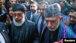 آقای کرزی که در کنار شماری از چهرههای سیاسی افغانستان، اخیرا در نشستی با نمایندگان طالبان در مسکو اشتراک کرد، میگوید که دولت افغانستان باید از خود انعطافپذیری بیشتری نشان بدهد