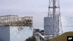 지난해 5월 촬영한 일본 후쿠시마 원전 1호기(좌)와 2호기(우)