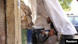 Sukobi koji su izbili izmedju sunitskih muslimana i alavita u severnom gradu Tripoli su posledica prelivanja rata u susednoj Siriji.