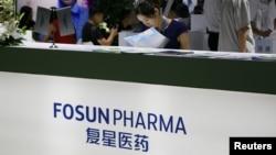 上海復星醫藥集團在北京一個醫療設備展覽會上的展位。(2018年8月17日)