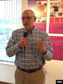 哥伦比亚大学政治学教授黎安友(美国之音方冰拍摄)