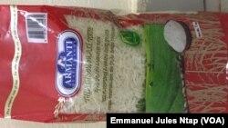 L'une des marque de riz au centre de la controverse, à Yaoundé, le 7 janvier 2019. (VOA/Emmanuel Jules Ntap)