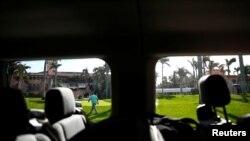 Salah satu mobil van yang membawa rombongan pers Presiden Donald Trump di Mar-a-Lago, Palm Beach, Florida (foto: ilustrasi).
