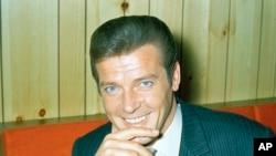 James Bond မင္းသား Roger Moore (၈၉ ႏွစ္) ကြယ္လြန္