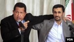 El presidente venezolano, Hugo Chávez, se reunió con su par iraní en octubre de 2010.