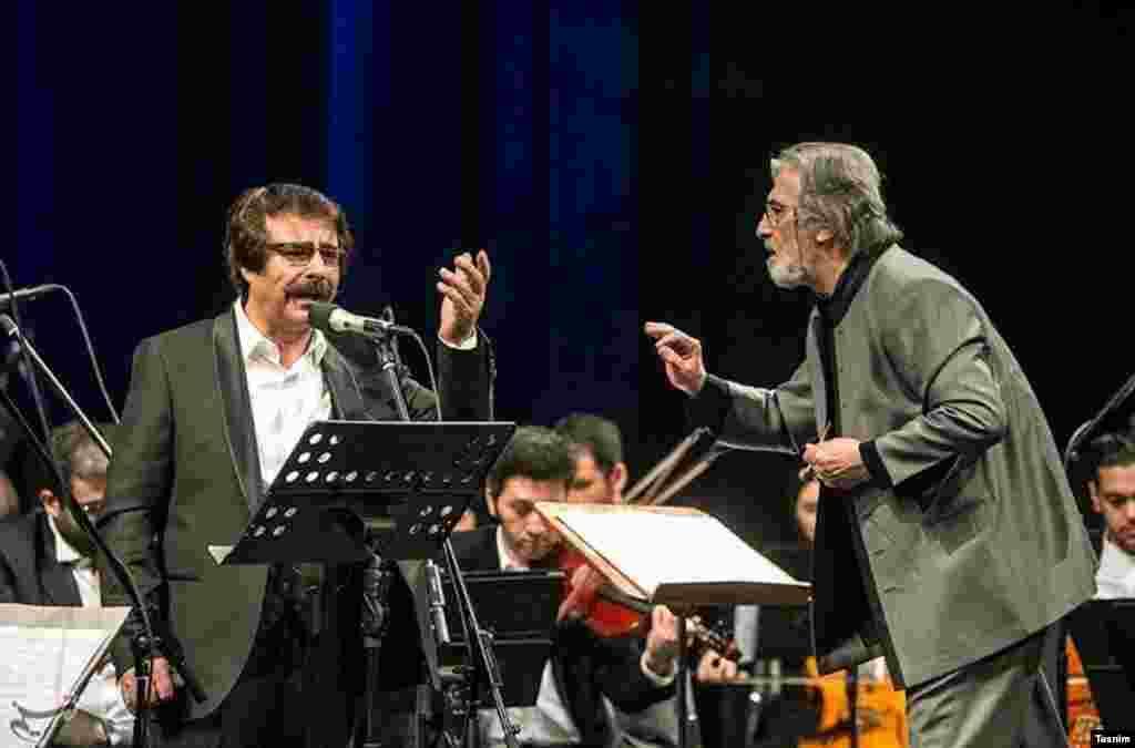 این روزها سی و دومین جشنواره موسیقی فجر در حال برگزاری است. ارکستر ملی با رهبری مجید انتظامی و خوانندگی علیرضا افتخاری. عکس: فواد اشتری