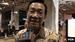Sri Sultan Hamengkubuwono X, Gubernur DIY, ikut menghadiri pertunjukan wayang kulit di Universitas Yale.