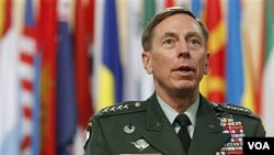Top US and NATO commander in Afghanistan General David Petraeus waits for the start of a round table meeting at a NATO summit in Lisbon, November 20, 2010 (file photo)