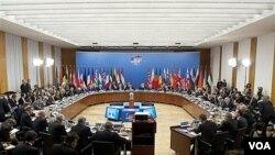 Por primera vez los países miembros de la OTAN pidieron en Berlín la renuncia del mandatario libio Moammar Gadhafi.