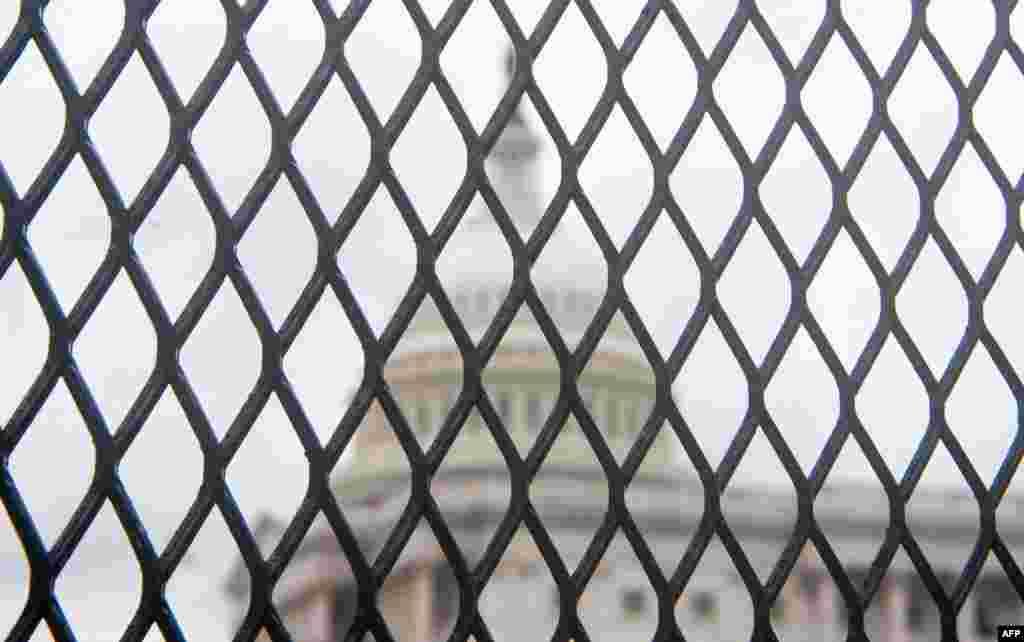 კაპიტოლიუმის შენობის ირგვლივ რკინის ღობეები განათავსეს და ტერიტორიაზე სამართალდამცავების დიდი რაოდენობაა მობილიზებული